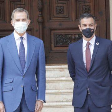 Pedro Sánchez anuncia, tras reunirse con Felipe VI en Palma, que mantendrá el descuento de residente para Baleares