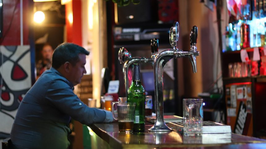 Bares de copas y restauración pueden abrir desde este sábado hasta las 02.00 horas