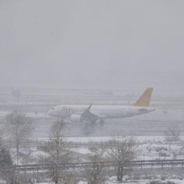 Ascienden a 32 los vuelos cancelados este domingo en Baleares por el cierre de Madrid-Barajas
