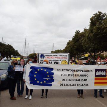 """Empleados públicos celebran en Palma la cuarta caravana contra """"abuso"""" de temporalidad en Administraciones"""