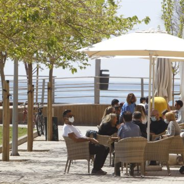 El Govern plantea a la restauración ampliar el aforo de las terrazas y el horario de apertura
