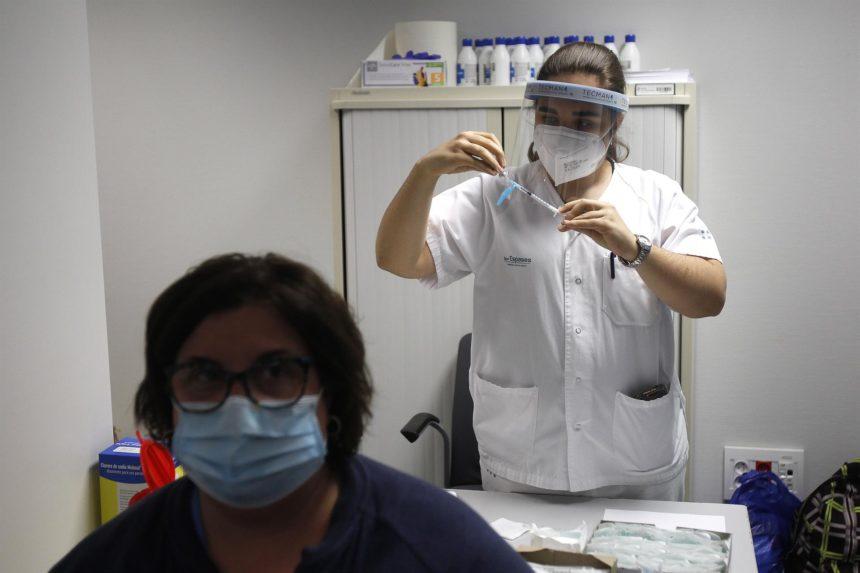 """Baleares ha entrado finalmente en la """"vacunación masiva"""" y Salud cree que el 70% de la población podría estar vacunada en julio"""