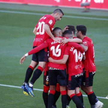 El RCD Mallorca da un paso de gigante para el ascenso (2-0)