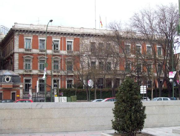 Armengol viaja este jueves a Madrid para reunirse con el ministro Iceta