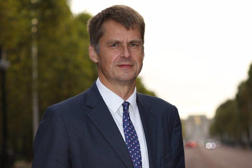 """El embajador británico dice que """"en principio"""" se estudiará a las islas por separado en la próxima revisión"""
