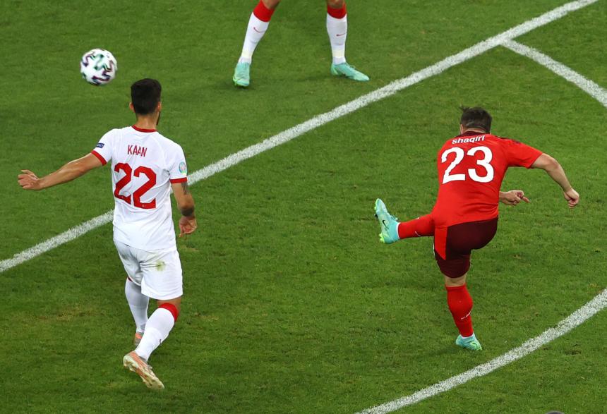 Gales acompaña a Italia a octavos de final y Suiza se postula como una de las mejores terceras