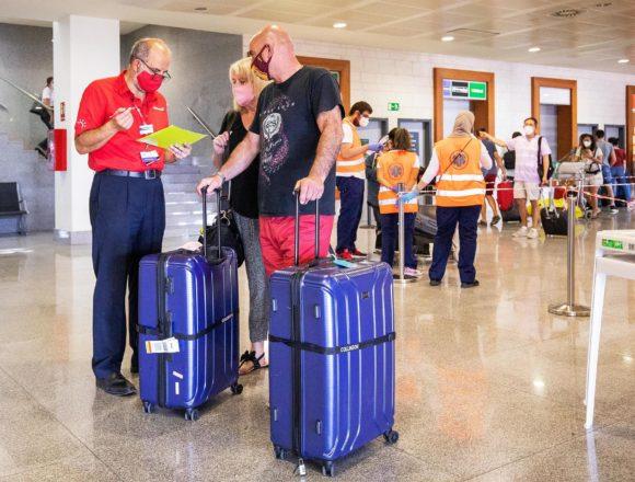 """Negueruela resalta que desde este lunes 35 millones de británicos tienen """"más facilidad"""" para viajar"""