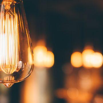 El precio de la luz baja pero el alza es del 205,77% con respecto al año pasado
