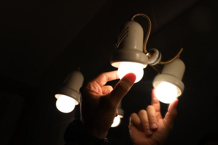 El precio de la luz registra otro récord histórico de 188,18 euros para este jueves
