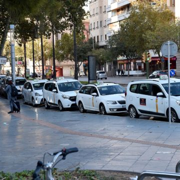 Cort abre el plazo para que los taxistas pidan ayudas para incorporar vehículos accesibles y elementos de seguridad
