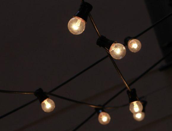 La luz vuelve a marcar el domingo más caro de la historia, hasta los 213,29 euros/MWh